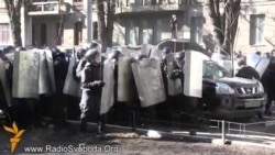 Ukraine Protesters Force Riot Police To Retreat