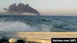 Tymi nga anija iraniane Kharg, e cila u dogj dhe u fundos në Gjirin e Omanit, 2 qershor, 2021.