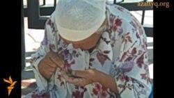 Бабушка Айша просит подаяние