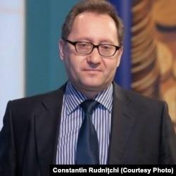 """""""O vânzare transparentă a unor pachete de acțiuni ajută compania și ajută și țara"""", spune Constantin Rudnițchi"""
