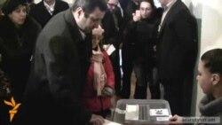Вартан Седракян проголосовал вместе со своей семьей