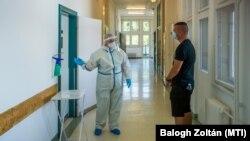 A járványügyi bevetési egység gyakorlata az Észak-Közép-budai Centrum Új Szent János Kórház és Szakrendelő Kútvölgyi tömbjében, Budapesten 2020. augusztus 27-én.