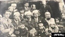 عکس خانوادگی سلیمان یهودی که سالها قبل در ولایت هرات گرفته شده است.