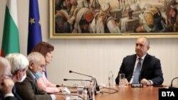 Румен Радев на средба со претставници на политичките партии
