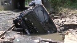Повінь в Одесі: повалені дерева, затоплені автівки і постраждалий бізнес (відео)