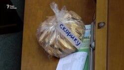 Сухарики з родзинками опозиціонери забрали, бо голодують – Гончаренко (відео)