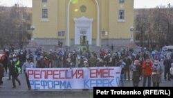 Almaty. Protestçiler.