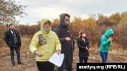 Орал қаласы әкімінің орынбасары Асхат Көлбаевпен кездесуге келген тұрғындар. 20 қазан 2020 жыл.