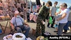 Алексей Николаев монда 40 ел сәүдә итә. Уллары җитештергән орлыклар сата