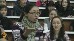 Студенттер деканның кетуін талап етті