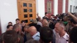 Одесити протестують під мерією після трагедії в таборі «Вікторія» (відео)