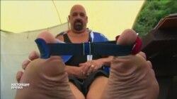 В Великобритании прошел чемпионат по рестлингу на пальцах ног