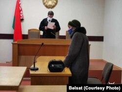 Судзьдзя Аляксандар Рудзенка зачытвае прысуд 87-гадовай Лізавеце Бурсавай
