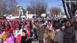 У Сымфэропалі правялі касьцюмаваны парад
