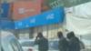 Сотрудники спецназа на технорынке «Малика». Кадр с видеозаписи.