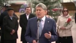 """Қырғыз президенті Азаттық радиосын """"халықаралық сотқа беруге дайын"""" екенін айтты"""