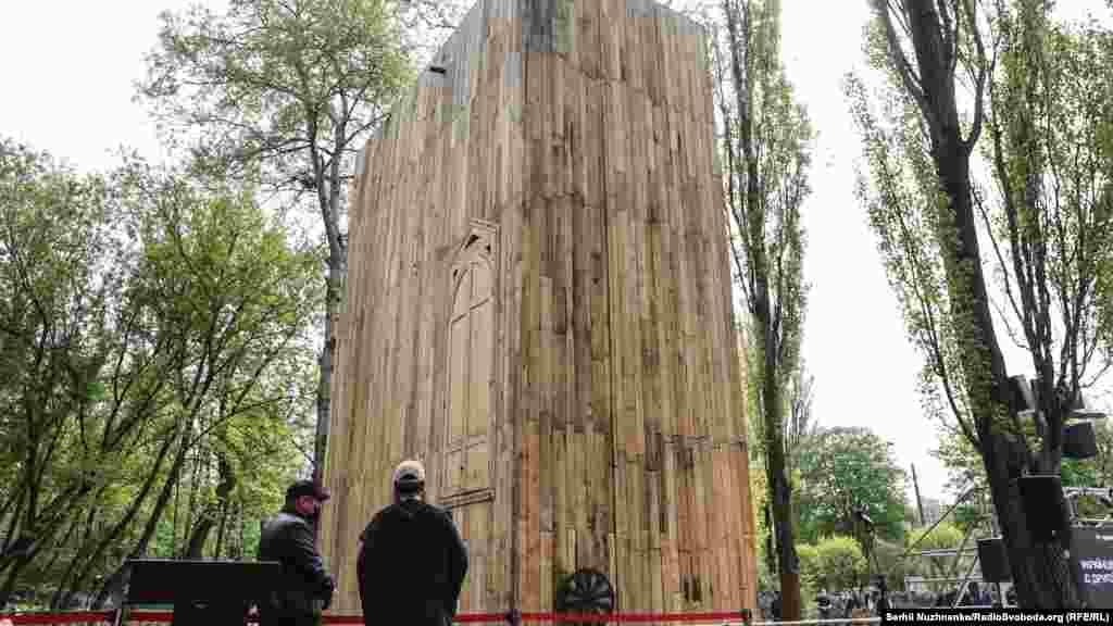 «Місце для роздумів» – символічна синагога, розташована у Бабиному Яру у Києві, поруч із пам'ятником «Менора», біля схилу яру, що традиційно є місцем скорботи, молитви та вшанування жертв трагедії для євреїв