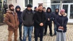 Riana Kulametovanıñ para cezasını adet üzre 10 rublelik kapiklernen ödediler (video)