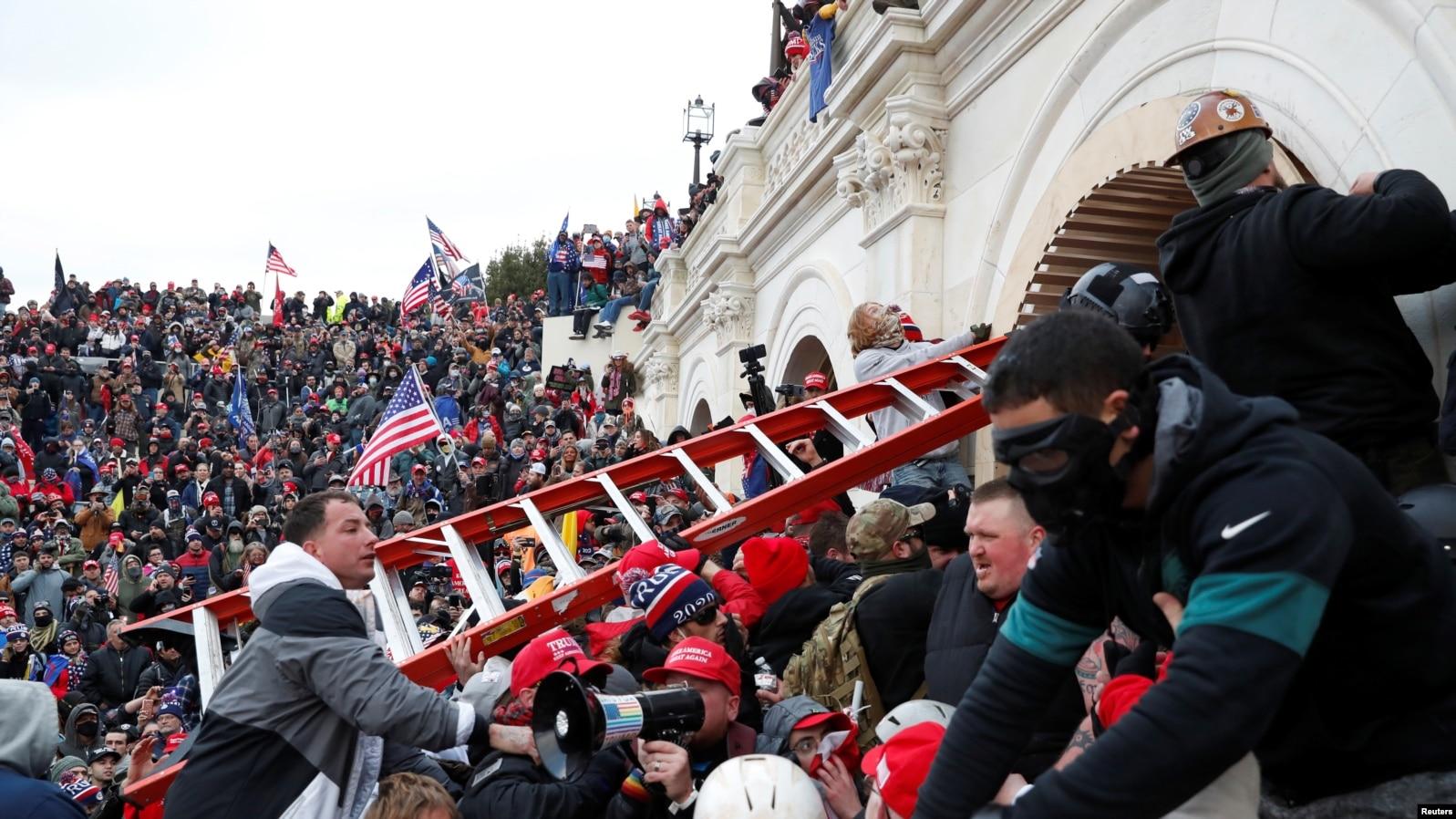 Привържениците на Тръмп се опитват да проникнат в сградата на Конгреса