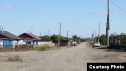 Улица в поселке Аксу
