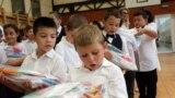 Tanévkezdés - Ingyenes tanszercsomagot kaptak a megyaszói iskolások.