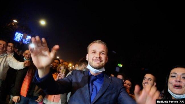 Draško Stanivuković, pobednik lokalnih izbora u Banjoj Luci, tokom pobjedničkog slavlja na ulicama ovog grada 16. novembra 2020.