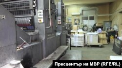 """Печатарската машина """"Хайделберг"""", на която работи обвиняемият Ненов"""