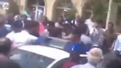 Bərdədə sakinlər polis maşının qabağını kəsdilər