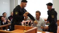 Навальному не дали провести прямую трансляцию из зала суда