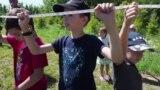 113 метров. Казанцы выстроились в шеренгу, чтобы отстоять землю под детский сад