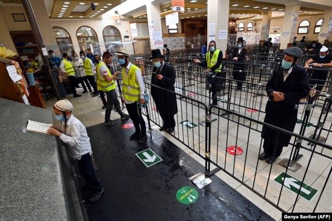 Хасиди в Умані: повідомляється про порушення карантинного режиму