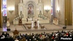 Erməni Apostol Kilsəsində Milad mərasimi