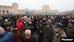 Opposition supporters rallied on December 22 in Yerevan's Republic Square to demand that Prime Minister Nikol Pashinian resign.