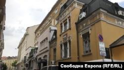 """София, ул. """"Ангел Кънчев"""" 3 (жълтата сграда в дясната част на снимката)."""