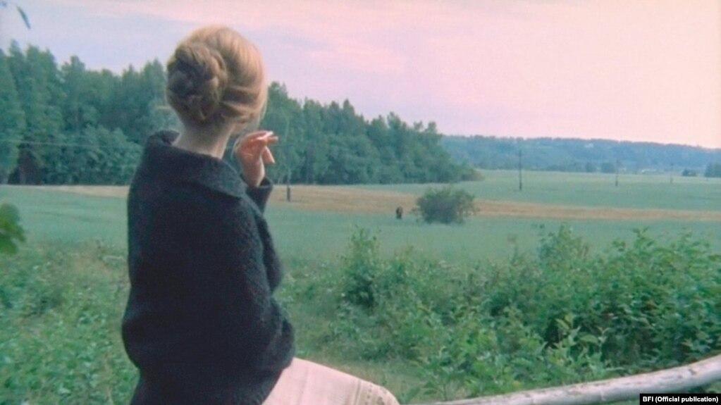 نمایی از فیلم «آینه» اثر آندری تارکوفسکی