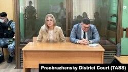 Љубов Собол и нејзиниот адвокат.
