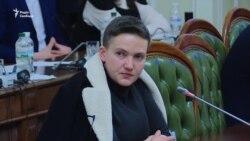 Надія Савченко показала гранати, що принесла в Раду
