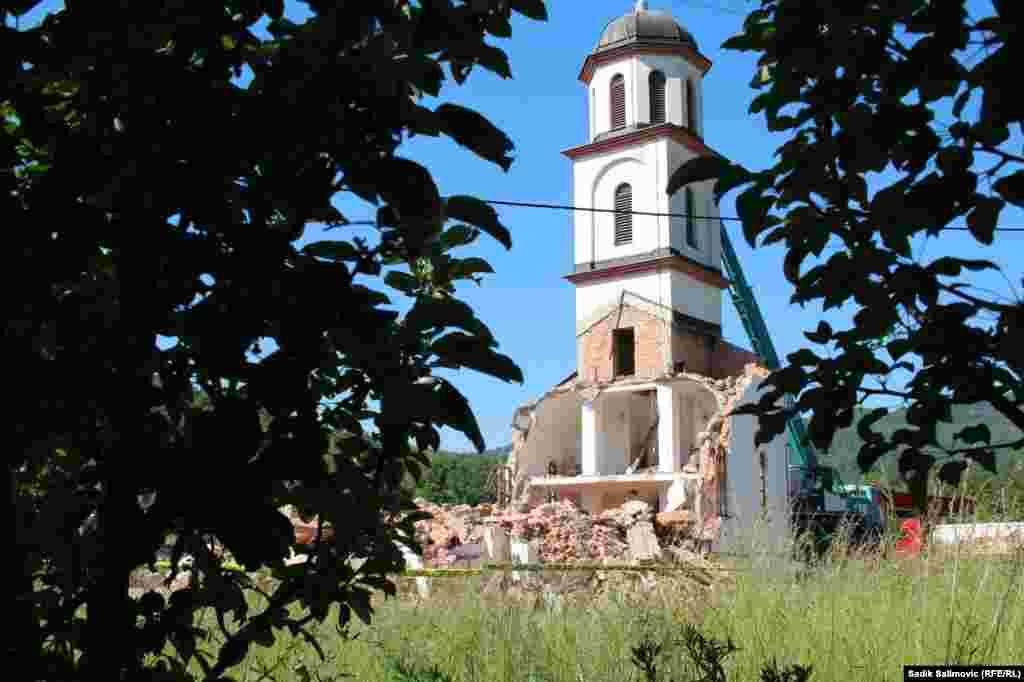 Nakon rata u BiH, u skladu s provedbom Aneksa 7 Dejtonskog mirovnog sporazuma, koji podrazumijeva vraćanje imovine prijeratnim vlasnicima, porodici Orlović je imovina vraćena, osim parcele na kojoj je izgrađena pravoslavna crkva.