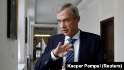 Pavel Latushko (suratda) BelarusTashqi ishlar vazirligi matbuot kotibi hamda Madaniyat vaziri bo'lib ishlagan.