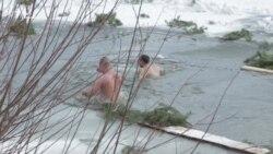 Українські десантники загартовувались на Водохреще (відео)