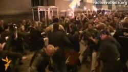 Масова бійка між Самообороною і учасниками смолоскипової ходи на Майдані