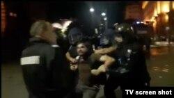Стоп кадър от видео, на което се вижда част от ареста на Димитър Кенаров.