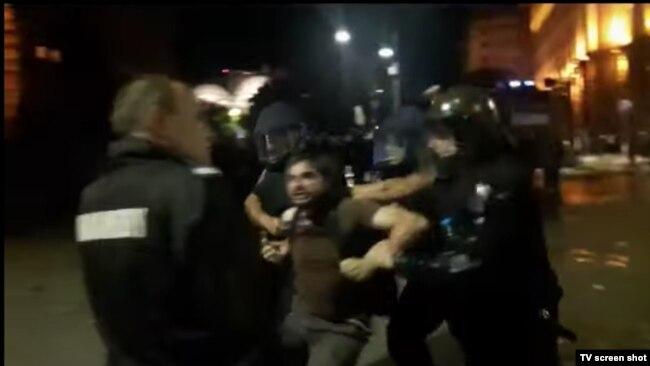 Стопкадър от видео, заснело ареста на Димитър Кенаров на 2 септември 2020 г.