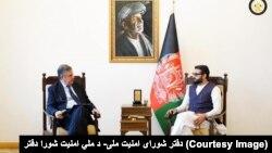 حمدالله محب، مشاور شورای امنیت ملی افغانستان (راست) و ستیفانی پونتی کوروو، نماینده ملکی ناتو در کابل