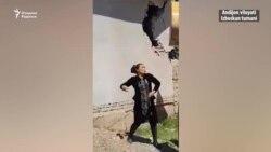 В Андижане местные жители закидали камнями рабочих, приехавших сносить их дом
