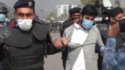 Police Clash With Protesting Pakistani Government Employees Demanding Higher Wages