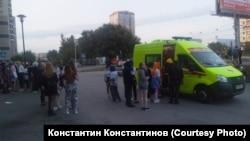 Пострадавшую поклонницу аниме увозит скорая, Новосибирск 29 августа