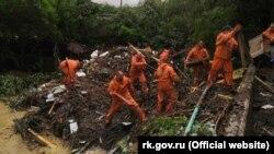 Крымские спасатели ликвидируют последствия схода селевого потока в Бахчисарайском районе, июль 2021 года