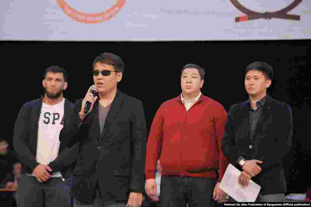 Чемпионаттын ачылыш аземине Жогорку Кеңештин депутаты Дастан Бекешев катышты.