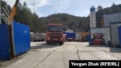 Подготовка к строительству второй нитки тоннельного водовода в Ялту у села Счастливое, апрель 2021 года